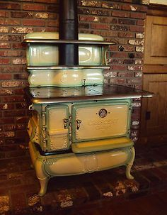 ALL ORIGINAL & WORKING ANTIQUE / VINTAGE CAST IRON KITCHEN STOVE (COAL / WOOD) would you look at that! #KitchenStoves
