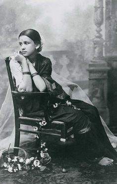 Maharani+Indira+Bai+Sahib+Holkar,+Second+Wife+of+Maharaja+of+Indore+Tukojirao+Holkar+III/ Via Old Indian Photos. Vintage Photographs, Vintage Photos, Vintage Portrait, Portraits Victoriens, Indian Look, Vintage India, Indian Heritage, Indian Photography, Female Portrait