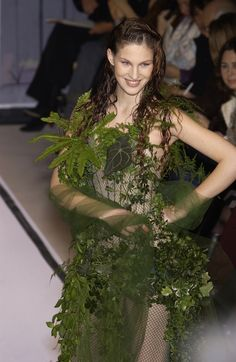 Jean Paul Gaultier at Couture Spring 2002 - Runway Photos Jean Paul Gaultier, Paul Gaultier Spring, Vegetal Concept, Couture Fashion, Runway Fashion, Botanical Fashion, Art Costume, Photo Makeup, Color Khaki