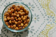 Salt N' Vinegar Roasted Chickpeas: a healthy, protein filled snack! Healthy Cooking, Healthy Snacks, Chickpea Snacks, Healthy Eating, Healthy Protein, Allergy Free Recipes, Paleo Recipes, Real Food Recipes, Snack Recipes