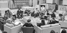 STAR WARS 7, LE CASTING ET UNE PHOTO Harrison Ford, Carrie Fisher, Mark Hamill, John Boyega, Daisy Ridley, Adam Driver, Oscar Isaac, Andy Serkis, Domhnall Gleeson, Max von Sydow, Anthony Daniels (C3PO), Peter Mayhew (Chewbacca) et Kenny Baker..(R2D2).