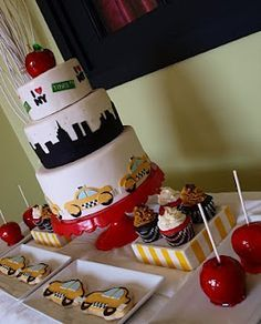 New York themed pastry table 15th Birthday, 2nd Birthday Parties, New York Theme Party, Going Away Parties, Prom Decor, Birthday Dinners, Party Entertainment, Bar Mitzvah, Themed Cakes