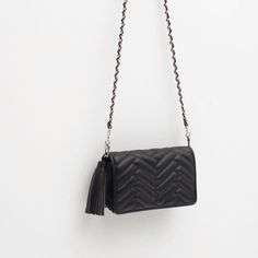 Discover the new ZARA collection online. The latest trends for Woman, Man, Kids and next season's ad campaigns. Mini Messenger Bag, Zara Mini, Latest Bags, Zara Bags, Handbags Michael Kors, Small Bags, Mini Bag, Purses And Bags, Crossbody Bag