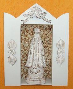 Oratório todo branco decorado por dentro, e detalhes em pátina provençal.