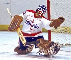 Hockey Helmet, Hockey Goalie, Hockey Teams, Ice Hockey, Washington Capitals Hockey, Goalie Mask, Hockey Stuff, Cool Masks, Masks Art