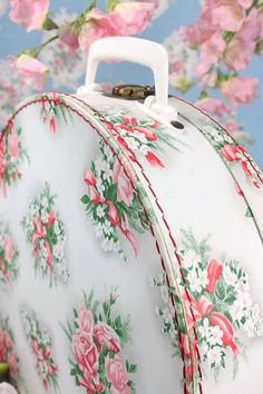 Vintage Home - Delightful French Floral Suitcase...I'd love this in my shabby chic bedroom...<3