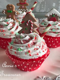 Fake Gingerbread Christmas Cupcake for kitchen decor Halloween Mug, Halloween Drinks, Halloween Party Decor, Christmas Goodies, Christmas Candy, Christmas Treats, Christmas Town, Christmas Baking, Gingerbread Cupcakes