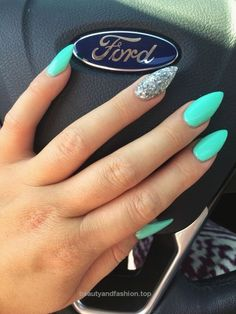 106 Beautiful Nail Art Designs To Copy Right Now… http://www.beautyandfashion.top/2017/07/25/106-beautiful-nail-art-designs-to-copy-right-now/