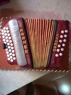 Torta acordeón Cakes For Men, Guy Cakes, Music Themed Cakes, Amazing Cakes, Cake Decorating, Projects To Try, Birthdays, Birthday Parties, Cool Stuff