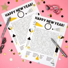 Planning a New Year's Eve party? We LOVE these awesome New Year's Eve games that are great for all ages and activity levels! Fun New Year's Eve party games! Nye Games, New Year's Games, Party Games, Kids New Years Eve, New Years Eve Games, New Years Eve Party, New Year Printables, Christmas Printables, Party Printables