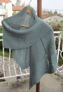 Douceur d'amandes de Soie et laine (pattern in english) Hand Knit Scarf, Knitted Poncho, Knitted Shawls, Prayer Shawl Patterns, Knitting Patterns, Knitting Yarn, Free Knitting, How To Purl Knit, Knit Crochet