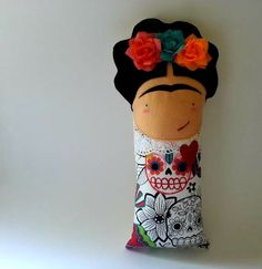 Items similar to Frida doll on Etsy Los Dreamcatchers, Doll Painting, Sewing Toys, Waldorf Dolls, Love Sewing, Soft Dolls, Diy Stuffed Animals, Fabric Dolls, Doll Face