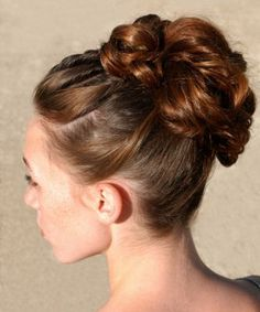 Hochsteckfrisur - Frisuren für Dunkelhaarige -