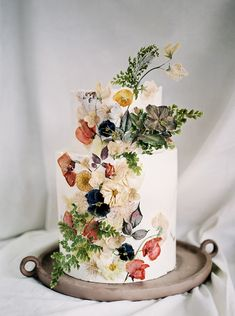 This cake designed by has a bouquet of pressed flowers from her own garden that she hand-pressed herself. Amazing doesn't even begin to describe this, right? 2 Tier Wedding Cakes, Unique Wedding Cakes, Wedding Cakes With Flowers, Wedding Cake Designs, Unique Cakes, Cake With Flowers, Elegant Cakes, Dried Flowers, Alternative Wedding Cakes