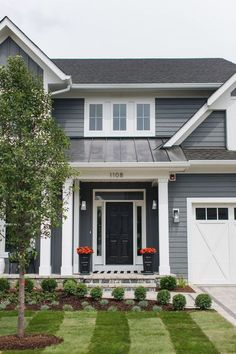 Welcome to today's sophisticated chic modern farmhouse home tour! I'm so excited to take you on this tour today. Farmhouse Exterior I am in love with everyth… Front Door Paint Colors, Painted Front Doors, Exterior Paint Colors, Exterior Design, Paint Colours, Black And White Interior, White Interior Design, Black White, Farmhouse Exterior Colors