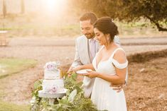 Cutting their naked cake with pastel lavender roses and the garland is always a beautiful accent a winery wedding. Wedding Colors, Wedding Styles, Wedding Flowers, Modern Wedding Reception, Wedding Day, California Wedding, Southern California, Wedding Desserts, Vineyard Wedding