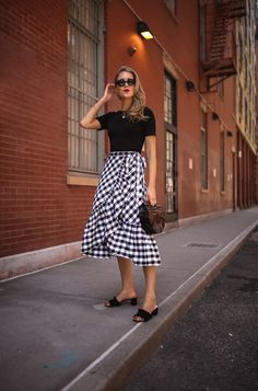 Here's how to wear ruffles and some of my favorite pieces. Cute Modest Outfits, Modest Wear, Skirt Outfits, Thrift Fashion, Nyc Fashion, Modest Fashion, Fashion Outfits, Womens Fashion, Simplicity Fashion