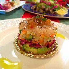 SnapDishに投稿された志野さんの料理「帆立貝柱と野菜のセルクル仕立て (ID:Sf8fza)」です。「野菜を丁寧に切って アボガドや貝柱にそれぞれ塩コショウをするだけ セルクル で組み立てていくと スペシャルな前菜になりますね 家にあるもので 特別感がだせるとワクワクしますね o o わくわく大好きな セルクル 仕立てなので レシピを残します」セルクル 野菜 帆立貝柱