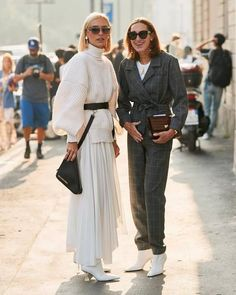 Tweed grey jumpsuit and high fashion monochromatic white look - street style Edgy Summer Fashion, Look Fashion, Autumn Fashion, Fashion Design, Fashion Edgy, High Fashion, Fashion 2018, Look Street Style, Street Style Summer