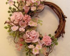 This is a beautiful dollhouse wreath to hang on your dollhouse door or wall. Blooming full pink roses, delicate pink petunias and pink flower sprays adorn this grapevine wreath. Hang it facing up, facing down, or to the side! Just hang it! The flowers and greenery are made of paper, silk, plastic and leather. If you would like a different size or color made for your dollhouse contact me and I will be happy to make one especially for you ;)  *I make several wreaths at a time making each a…