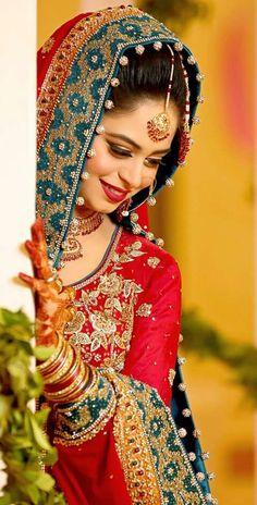 Fantastic Wedding Advice You Will Want To Share Indian Bride Poses, Indian Wedding Poses, Indian Bridal Photos, Indian Wedding Couple Photography, Asian Bridal, Indian Photography, Bridal Poses, Bridal Photoshoot, Bridal Shoot