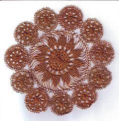 tenerifa Zajímavým příkladem tenerify je tato historická krajka ze soukromé sbírky. Skládá se z většího centrálního kruhu a 11 malých kruhů; průměr celé krajky je 17 cm. Je ušitá z kovového vlákna světle zlatožluté barvy.