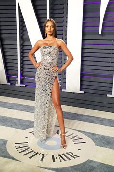 Stars In Thigh-High Slit Dresses At The 2019 Oscars — PICS - Victoria's Secret model Lais Ribeiro looks positively angelic in this unique gown that shows off her runway-worthy legs. We're loving the sparkly stones and spots! Gala Dresses, Red Carpet Dresses, Best Oscar Dresses, Best Celebrity Dresses, Celebrity Style, Beautiful Dresses, Nice Dresses, Formal Dresses, Estilo Gigi Hadid