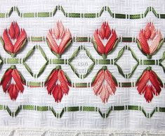 ponto reto - toalhabordado bargello o florentino ile ilgili görsel sonucu Ribon Embroidery, Hardanger Embroidery, Diy And Crafts, Arts And Crafts, Swedish Weaving, Ribbon Art, Bargello, Needle And Thread, Blackwork