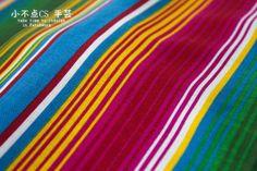LISTAS Rayas de colores sobre una tela o tejido.