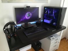 If you are a video game enthusiast, you need to provide exclusive area to establish a video gaming room. Even though the room will be filled with wires and other tech supplies, it should be convenient. Gaming Desk Setup, Computer Setup, Pc Setup, Gaming Computer, Small Game Rooms, Simple Computer Desk, Dream Desk, Bedroom Setup, Video Game Rooms
