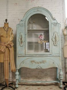 Even though I have never been a fan of painting antique furniture, this is absolutely gorgeous!