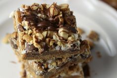 Layer on the delicious flavour of peanut butter, chocolate and biscuit with these yummy 3-layer bars.