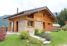 Stilvolles und neu erbautes Chalet mit herrlicher Aussicht an der Rhône in der Schweiz. #Berge #Sommer #Sonne #Wandern #travel #holidays #Urlaub #Ski #Baden #See #imUrlaubwiezuhausefühlen