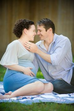 (c) Pink Shoe Studios.      Adorable expectant couple.    #maternity #photography #couple #outdoors