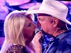 Garth Brooks and Trisha Yearwood singing on stage at concert in Nashville's Bridgestone Arena on Country Musicians, Country Music Artists, Country Singers, Country Music Videos, Country Music Stars, Papa Roach, Breaking Benjamin, Sara Bareilles, Shameless Garth Brooks