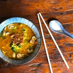 Miso vegie noodle soup Slurp up this warming miso vegie noodle soup on a cold day. Packed with nutritious vegies and filling noodles, this vegetarian soup goes from stovetop to tabletop in under 20 minutes. Miso Soup, Vegetarian Soup, Noodle Soup, Easy Dinners, Light Recipes, Japanese Food, Tabletop, Noodles, Curry