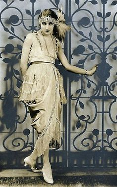 maudelynn:  Draped and fringed dress c.1920, from Het Leven Magazine  via knittingandcrocheting-club.blogspot.com