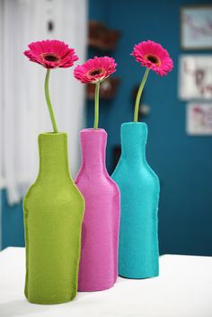 Felt flower vases are nice to have especially when you need a vase. Gather all of your tools and start making something nice for your home and for your friends. Bottle Painting, Bottle Art, Bottle Top Crafts, Diys, Recycled Bottles, Felt Flowers, Glass Bottles, Paint Bottles, Flower Vases