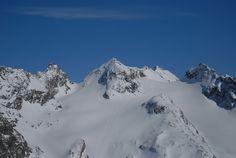 Klassische Skitour in der Silvretta mit einer traumhaften Abfahrt über gleichmäßig steile, lange Nordwesthänge. Die Schneeglocke ist am einfachsten über die Klostertaler Umwelthütte zu erreichen. Mount Everest, Mountains, Nature, Travel, Alps, Classic, Places, Naturaleza, Voyage