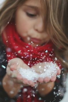 love this photo.would be better with real snow. Family photography and children portraits. Winter Family Photos, Xmas Photos, Family Christmas Pictures, Holiday Pictures, Winter Pictures, Family Pics, Xmas Pics, Snow Photography, Holiday Photography