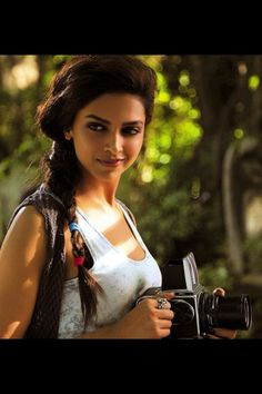 'Cocktail' still  #Deepika Padukone