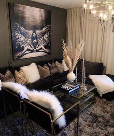 Glam Living Room, Decor Home Living Room, Elegant Living Room, Living Room Designs, Home Decor, Blue Velvet Sofa Living Room, Black And Gold Living Room, First Apartment Decorating, Decorate Apartment