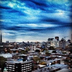 A roof with a view! #meteo #tvanouvelles #sky #skyporn #ciel #montreal #quebec #instagram weather #city
