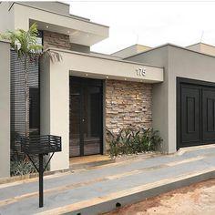 100 fachadas de casas modernas e incríveis para inspirar seu projeto Modern Exterior, Exterior Design, Luxury Homes Exterior, Garage Exterior, Facade Design, House Entrance, Entrance Ideas, Entrance Design, Door Ideas