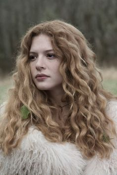 Victoria from Twilight has GREAT hair!