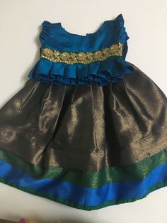 Baby Girl Dress Design, Girls Frock Design, Kids Frocks Design, Baby Frocks Designs, Kids Dress Wear, Kids Gown, Girls Dresses Sewing, Dresses Kids Girl, Kids Ethnic Wear