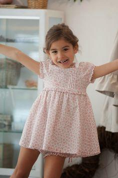 Para las pequeñas más formalitas...nuestro Vestido de Rosas!! Braguita de Volantitos en Rosas o Topo... ...monísimo con...