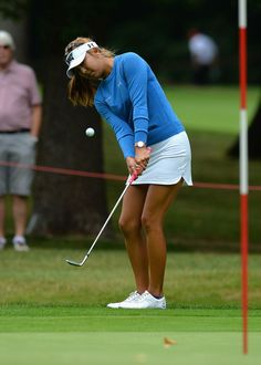 Alison Lee Photos Photos - Alison Lee of USA chips onto the 1st green during the Ricoh Women's British Open - Previews at Woburn Golf Club on July 26, 2016 in Woburn, England. - Ricoh Women's British Open - Previews