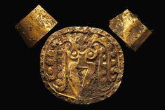 Los ornamentos hallados en las excavaciones en Panamá  incluyen dos muñequeras y un pectoral pertenecientes a un guerrero.
