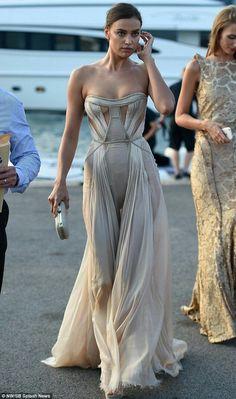 "fabfashionfix: ""Irina Shayk wearing Atelier Versace nude color gown. "" LDV."
